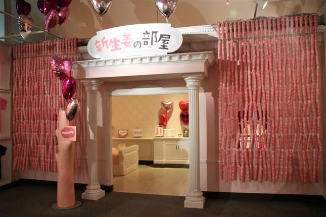 460本の「岩下の新生姜ペンライト」が飾られた「新生姜の部屋」入口