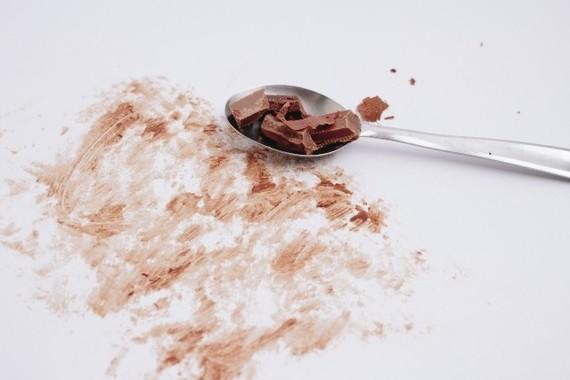 服についたチョコの汚れを洗濯用洗剤で落とす方法とは