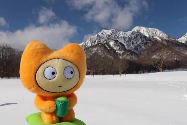 信州の山々の雪景色と公式キャラクター「マイチャン。」
