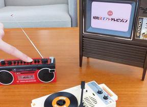 昭和のテレビやプレーヤーがミニチュアサイズのガジェットに