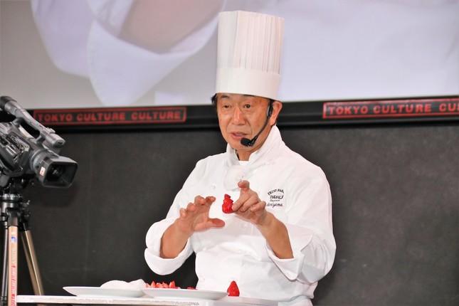 タカノフルーツパーラー・森山登美男さんによるカッティング講座