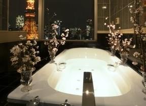 東京タワーが見える浴室でお花見バスタイム