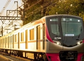 高尾山の新緑シーズンに座席指定列車「Mt.TAKAO号」 京王電鉄