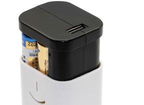緊急時用に 単3形乾電池×4本で使えるモバイルバッテリー