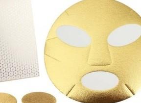 純金とうるおい成分がとろけてなじむ極上マスク