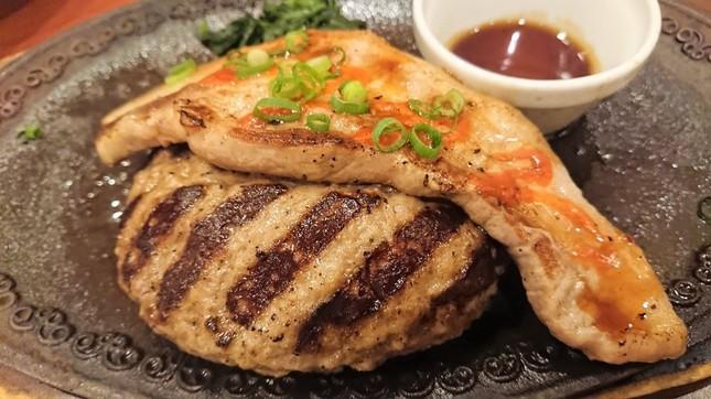 All Beef ハンバーグ&サムギョプサル ステーキ~イベリコ豚使用(1)