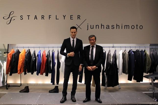 スターフライヤー・松石禎己代表取締役社長執行役員と着用モデル