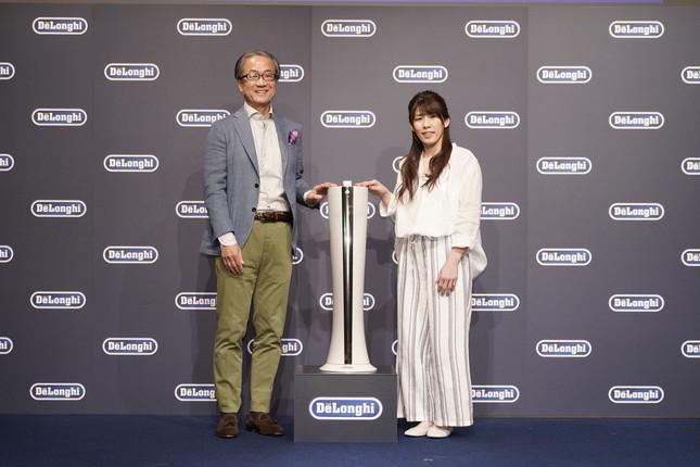 (左から)デロンギ・ジャパン杉本敦男代表取締役社長、元女子レスリング選手・吉田沙保里さん