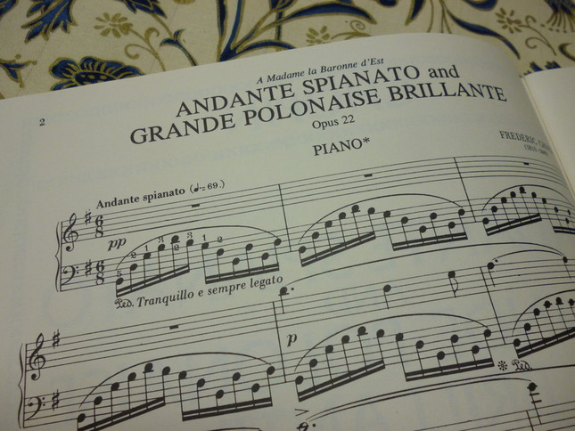 「アンダンテ・スピアナートと華麗なる大ポロネーズ」の前半はノクターンのように、静かでメロディアスな曲である