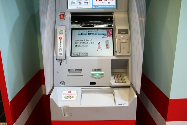 イベントブース内の電子マネーチャージ体験用セブン銀行ATM