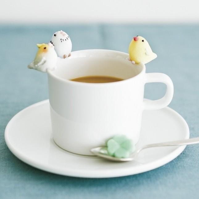 カップに集う小鳥シュガーたち