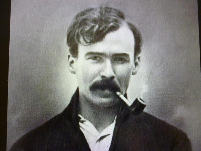 若くして戦場に散ったバターワースの肖像。「同世代で最も将来を嘱望された作曲家」と評価されている