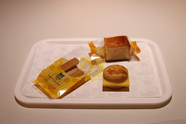 「チーズチョコレートバーガー」「チーズクッキースティック」「チーズゴロゴロケーキ」そろい踏み