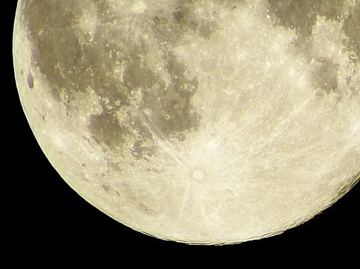 人体は月の満ち欠けによる影響を受ける?