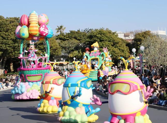 うさたまを探して気球に乗るミニー(うさたま大脱走!)