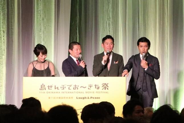 (写真左から)司会の木佐彩子さん、木村祐一さん、「ガレッジセール」川田広樹さん、ゴリさん