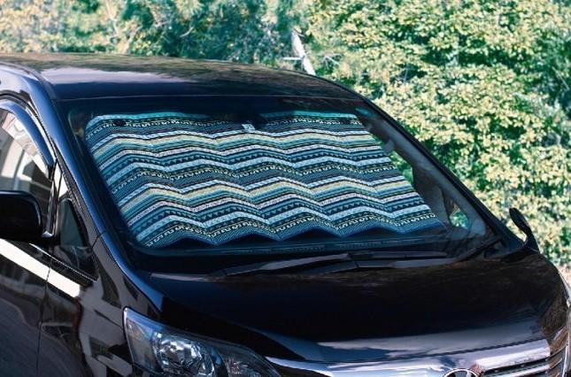 夏の車内温度上昇を抑えるカーサンシェード