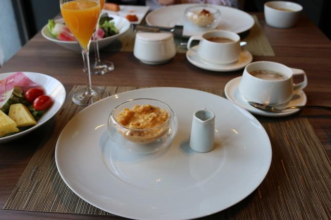 朝食はスクランブルエッグをチョイスした。トリュフソースが付いてくる