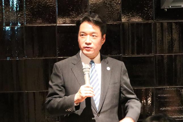 高知の食材をアピールする尾崎正直・高知県知事