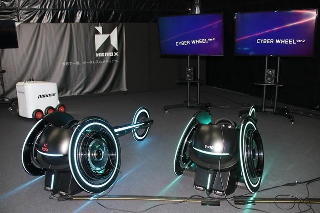 車いすレースで使う「Cyber Wheel」