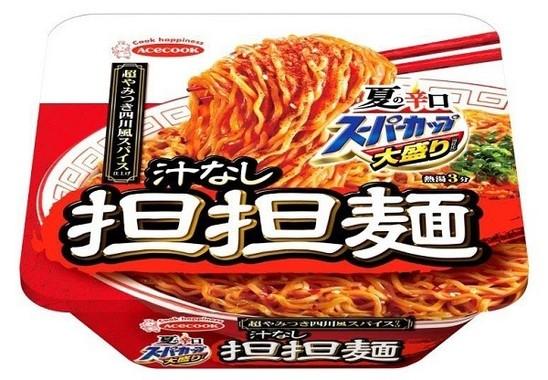 「辛口」イメージの鮮やかな赤いパッケージ