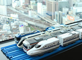 目の前に鉄道ジオラマのような眺望 名古屋プリンスホテルスカイタワー