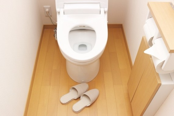 尿の色や回数で水分補給状態を見極め、脱水症を回避