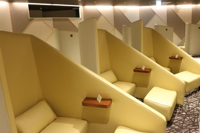 江東メディカルタワーの2Fにある待合室はプライバシーに配慮したくつろぎスペースとなっている