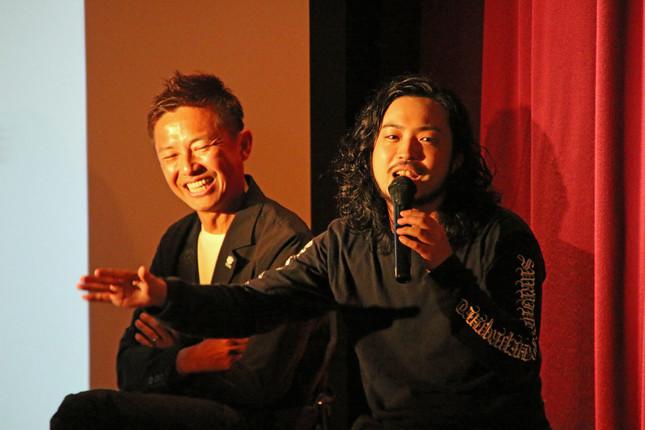 「日本のヒップホップ」がテーマのトークショーに参加したラッパーのR-指定さん(右)とGAKU-MCさん(左)
