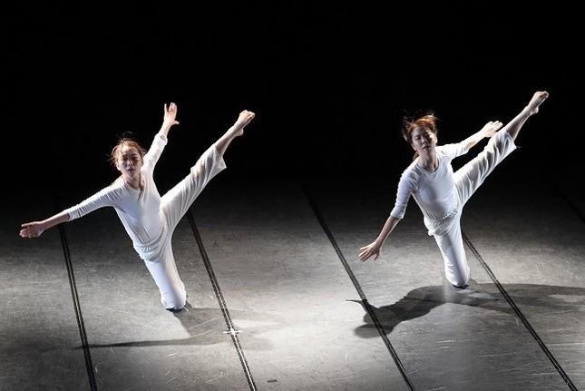 イ・ダギョムさんの作品『Everything must be doubted』。韓国の第4回仁川国際舞踊祭では、最優秀賞を受賞している(撮影 小阪満夫)