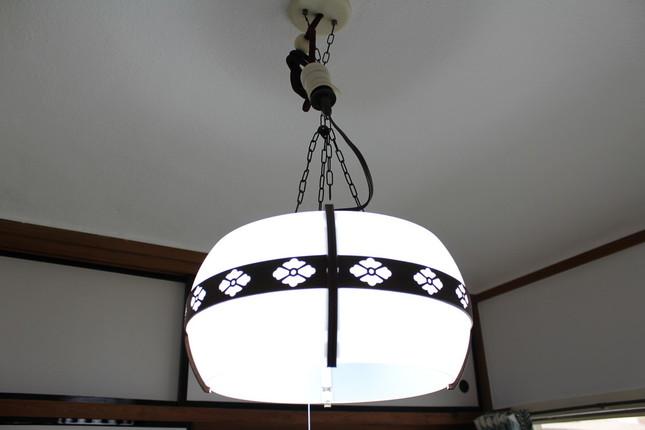 電傘の形もレトロだ