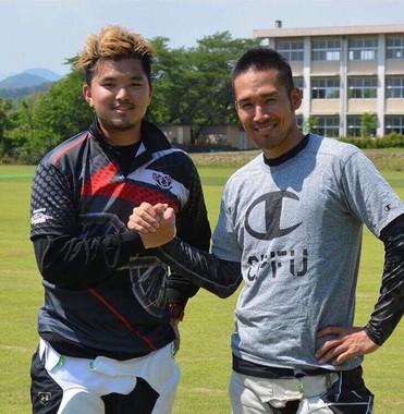 元プロ野球選手で現在はクリケット選手の木村昇吾さん(右)と山本武白志さん(左)も来場