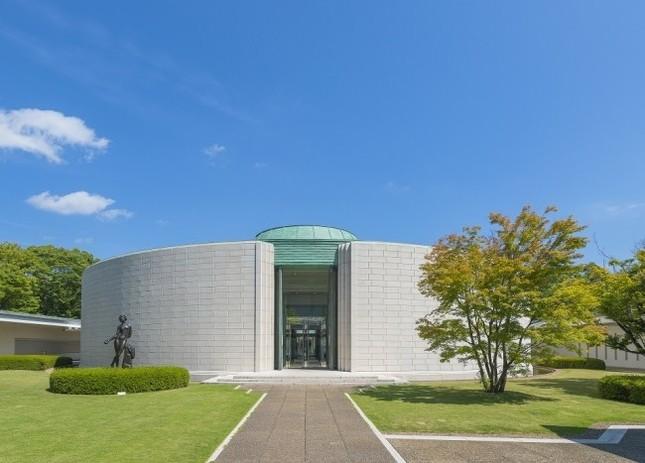 フランスと日本の近代美術品を約300点所蔵する