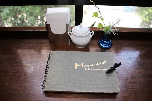 カフェのメニュー表は文房堂神田本店1階で販売されているスケッチブック