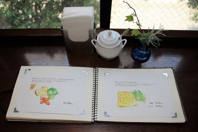 メニューイラストは文房堂社員やカフェスタッフの手書き