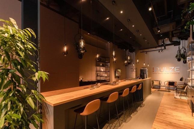 「PULZE 福岡」1階、Kitchen&Cafe Bar(1)