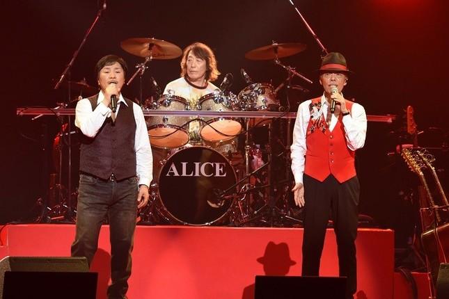 日本武道館で行われた「ALICE AGAIN 2019-2020 限りなき挑戦 OPEN GATE」((C)アリス実行委員会)