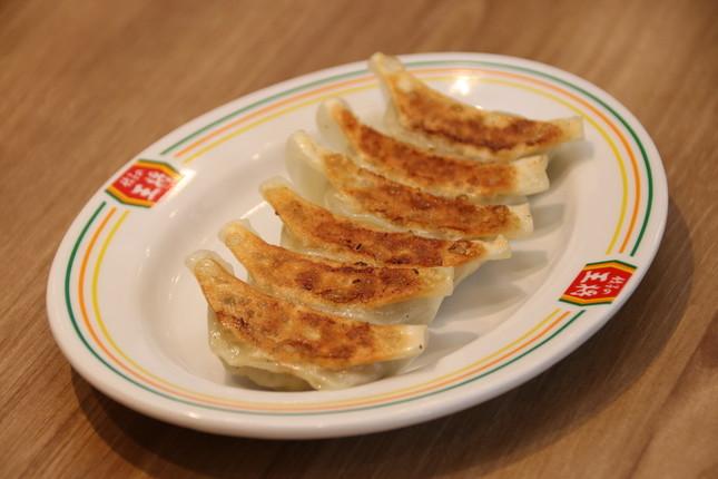「ひとくち餃子」は通常の店舗で提供される餃子より小ぶりだ