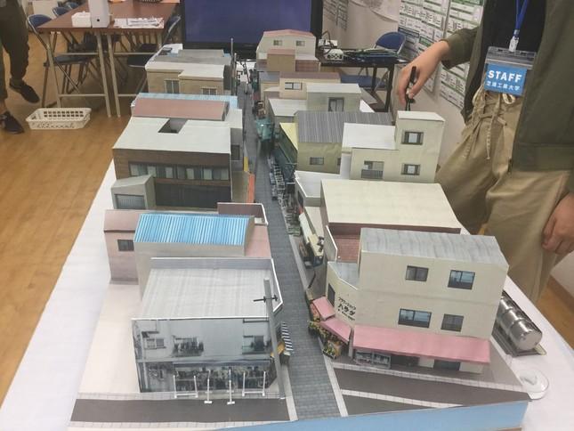 商店街の一部を再現した模型