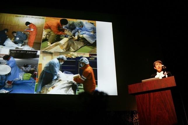 岩手医科大の熊谷章子准教授は2019年3月、助成証書授与式で助成計画を発表。「分かりやすかった」と好評を博した。(写真 渡辺誠)