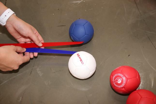 ジャックボールとの距離が僅差の時は専用の器具で計測