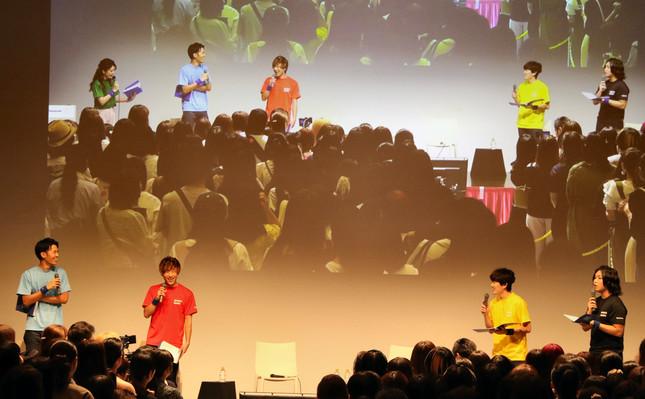 人気ユーチューバー4人の登場に、会場は大いに盛り上がった