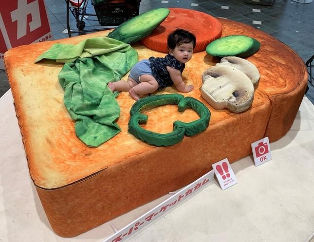 赤ちゃんもトッピング(写真提供:スーパーマーケットカカム)