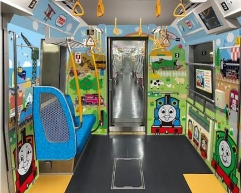 大江戸線に子育て応援スペースが導入