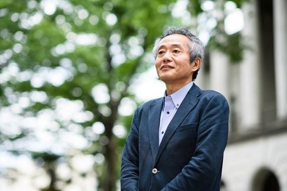 青山学院大学文学部の飯島渉(わたる)教授。感染症の歴史学について研究するグループ「感染症アーカイブズ」を設立。ホームページに感染症、寄生虫病、風土病に関する資料を整理・保存し、この領域に関心のある方々に情報を提供している(写真 菊地健志)