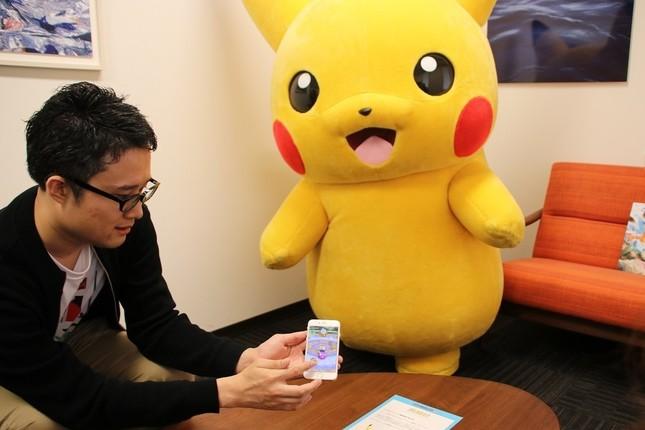 高木さんがポケスクの操作方法を説明