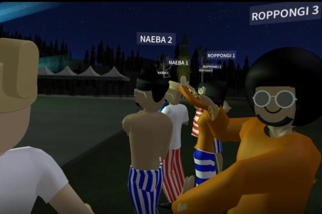 現実のフジロック会場からVR会場に来ている参加者と交流できる