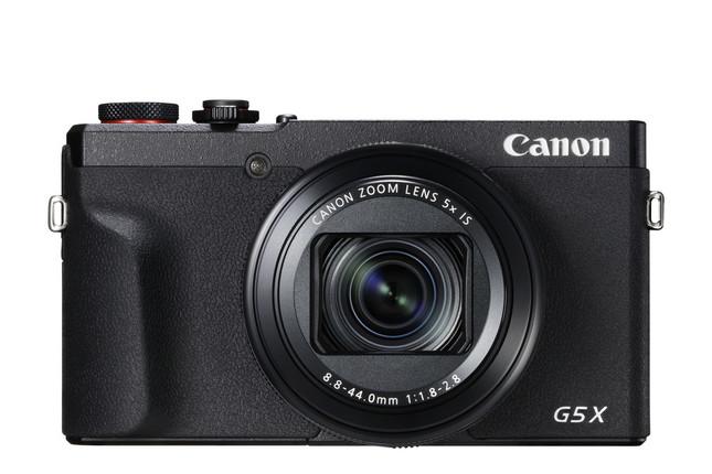 持ち運びしやすいコンパクトサイズに大口径レンズ、高画質撮影が楽しめる