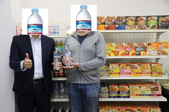 (左から)大塚食品飲料事業部製品二課の社員O氏と、協力会社のS氏