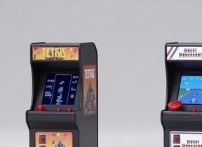 高さ9cmのアップライト型ミニ筐体ゲームに「テトリス」「ポールポジション」登場